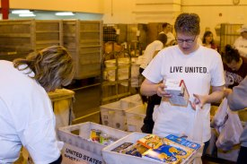 Stamp-Out-Hunger-volunteers